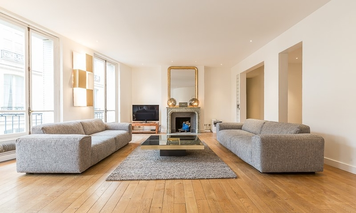 Modern and uncluttered Parisian apartment €120