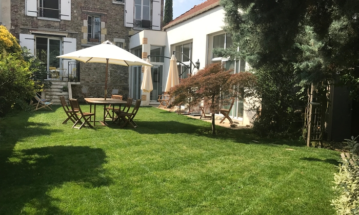 Beautiful house with garden 4 km from Paris and 10 €90