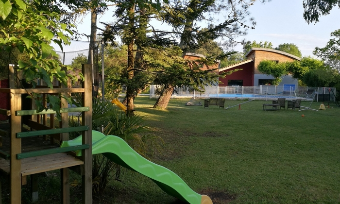 Garden with swimming pool near Bordeaux €15