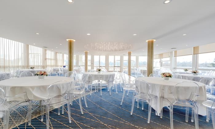 Terrace Lounge €500